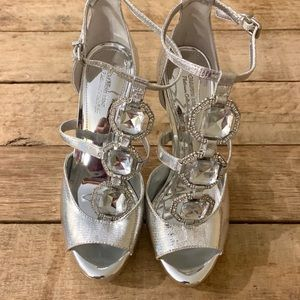 Gianni Bini silver jeweled heels 7.5